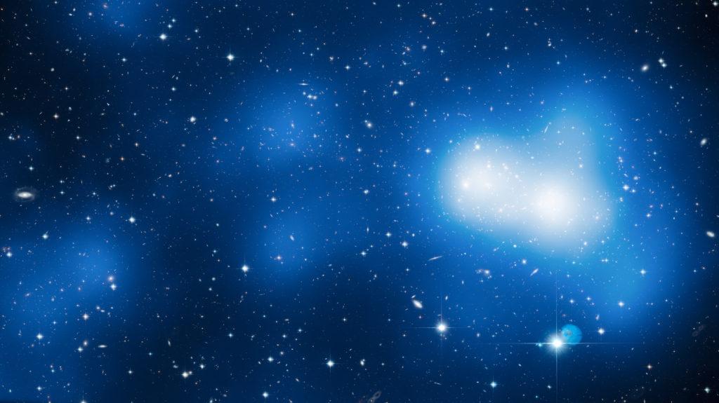 Изображение галактического кластера MACS J0717.5 + 3745, состоящее из 18 снимков Хаббл.