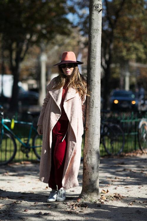 01 red sweatpants beige coat hat street style