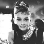 Жаклин Хойт из сериала «Хорошая жена» пишет сценарий к Одри Хепберн