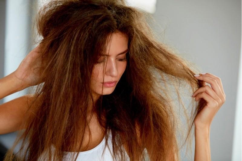 Путаются волосы: 10 средств по уходу за волосами