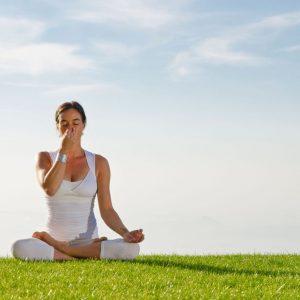 Альтернативное дыхание через ноздри: каковы преимущества и риски?