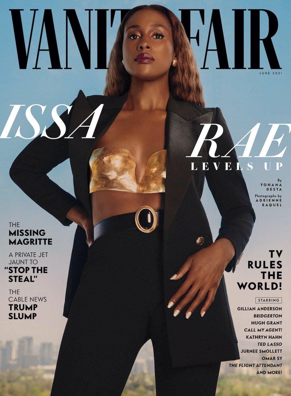 Vanity Fair июнь 2021. Исса Рэй выглядит потрясающе, но для июня костюм кажется немного тяжеловатым.