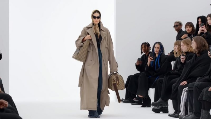 Кроксы на каблуке! На последнем показе Balenciaga с аксессуарами Gucci весна-лето 2022