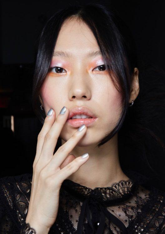 anna sui spring 2022 beauty silver nail polish