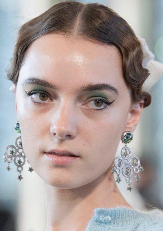 markarian spring 2022 beauty green eyeshadow neutral lipstick