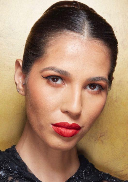 naeem khan spring 2022 beauty red lipstick winged eyeliner gold eyeshadow