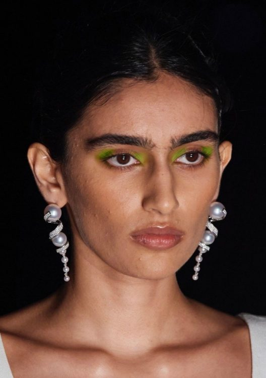 prabal gurung spring 2022 beauty green eyeshadow glossy lipstick