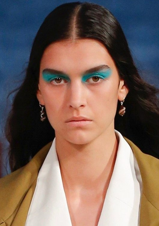 proenza schouler spring 2022 beauty blue eyeshadow bold brows