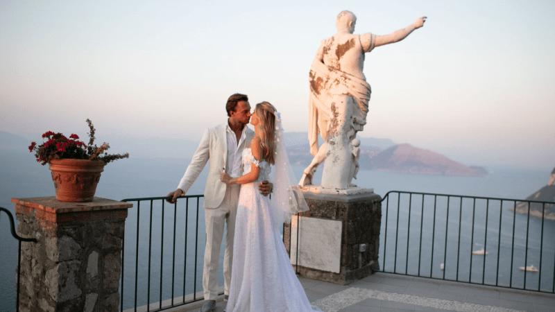 Габриэлла де Живанши (Gabriella de Givenchy) надела свадебное платье от кутюр своей семьи на скалах Капри