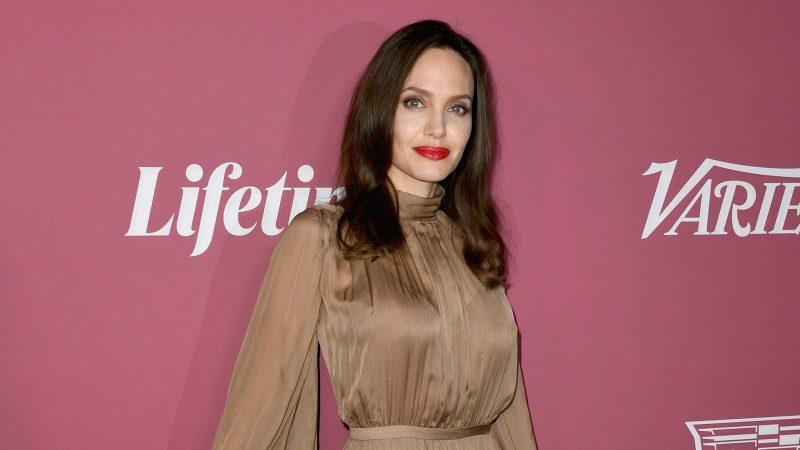Анджелина Джоли представила новый бренд на красной дорожке
