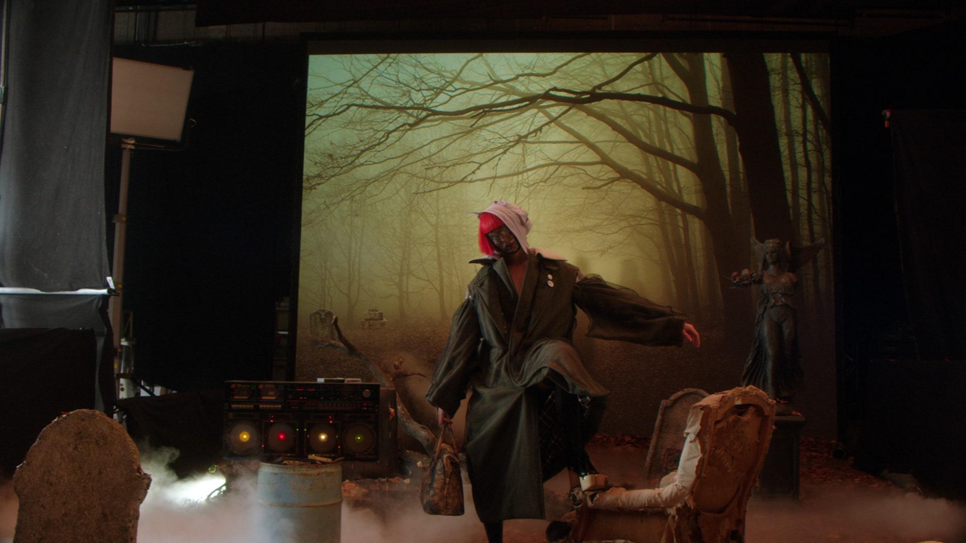 Фильм Джона Гальяно для Maison Margiela — ода постпандемической молодежи